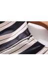 Vestido Listras Verticais com Biju e Plicê Bordeoux